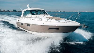 Cruisers Yachts 48 Cantius Stbd Bow