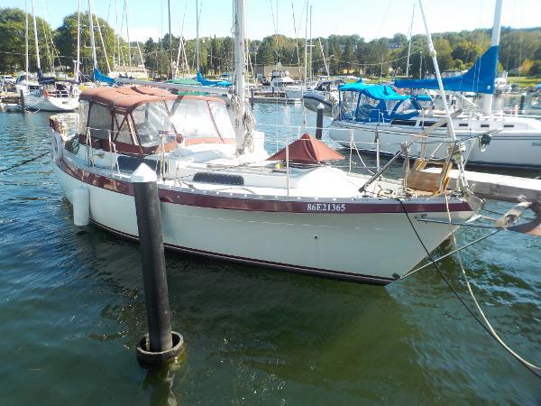 Moody 33 dockside