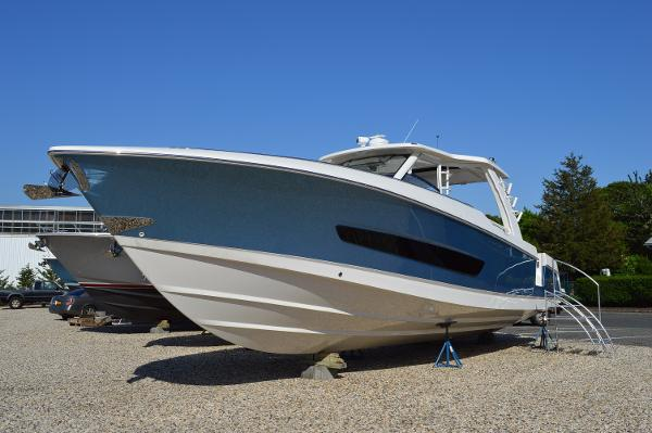 Boston Whaler 420 Outrage IN STOCK