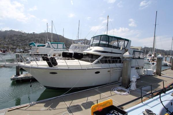 Californian / Carver 48 Motor Yacht Profile 1