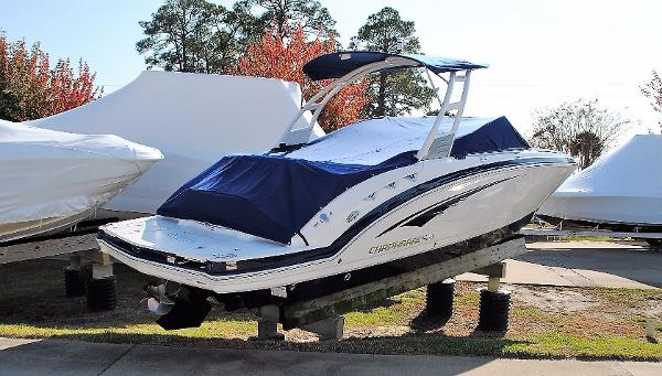 Chaparral 264 Sunesta Bowrider 2017-Chaparral-264-Sunesta-Bowrider-Boat-for-sale