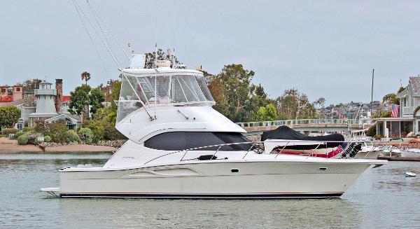 Riviera 37 Flybridge Starboard Profile