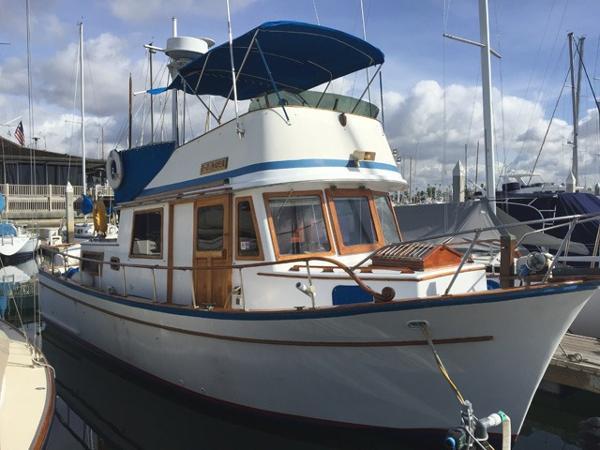 CHB Trawler 34 Docked