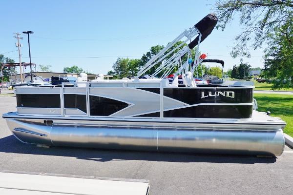 Lund LX200 Pontoon
