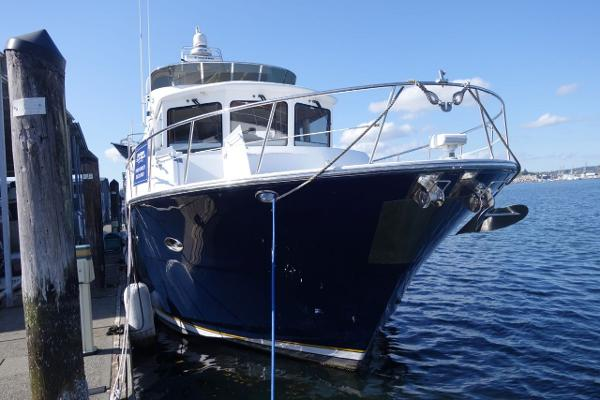 Jefferson Pilothouse 64 Starboard Bow View