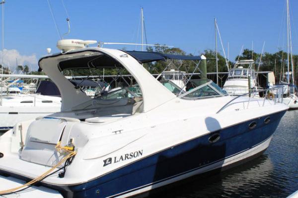 Larson Cabrio 370 Mid Cabin Profile