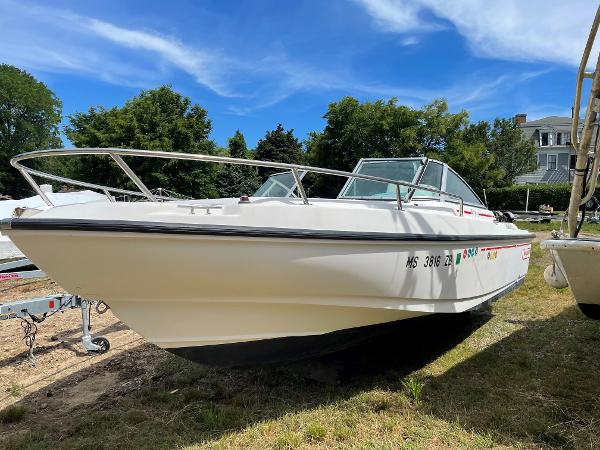 Boston Whaler Ventura 200