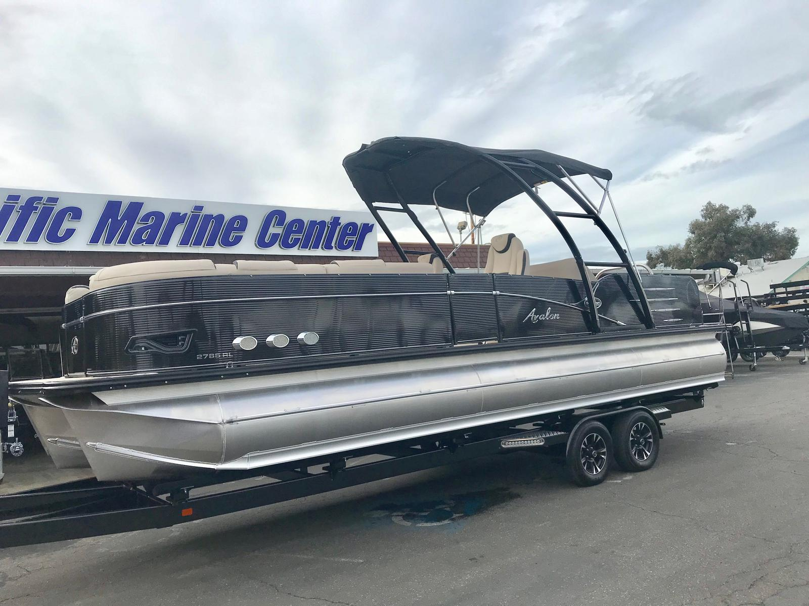 Avalon Catalina Platinum Rear Lounge 27'- 350 hp Mercury