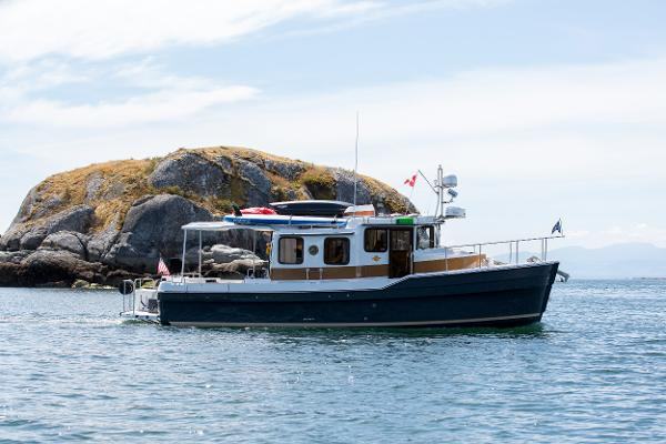 Ranger Tugs R-31 Sedan Luxury Edition