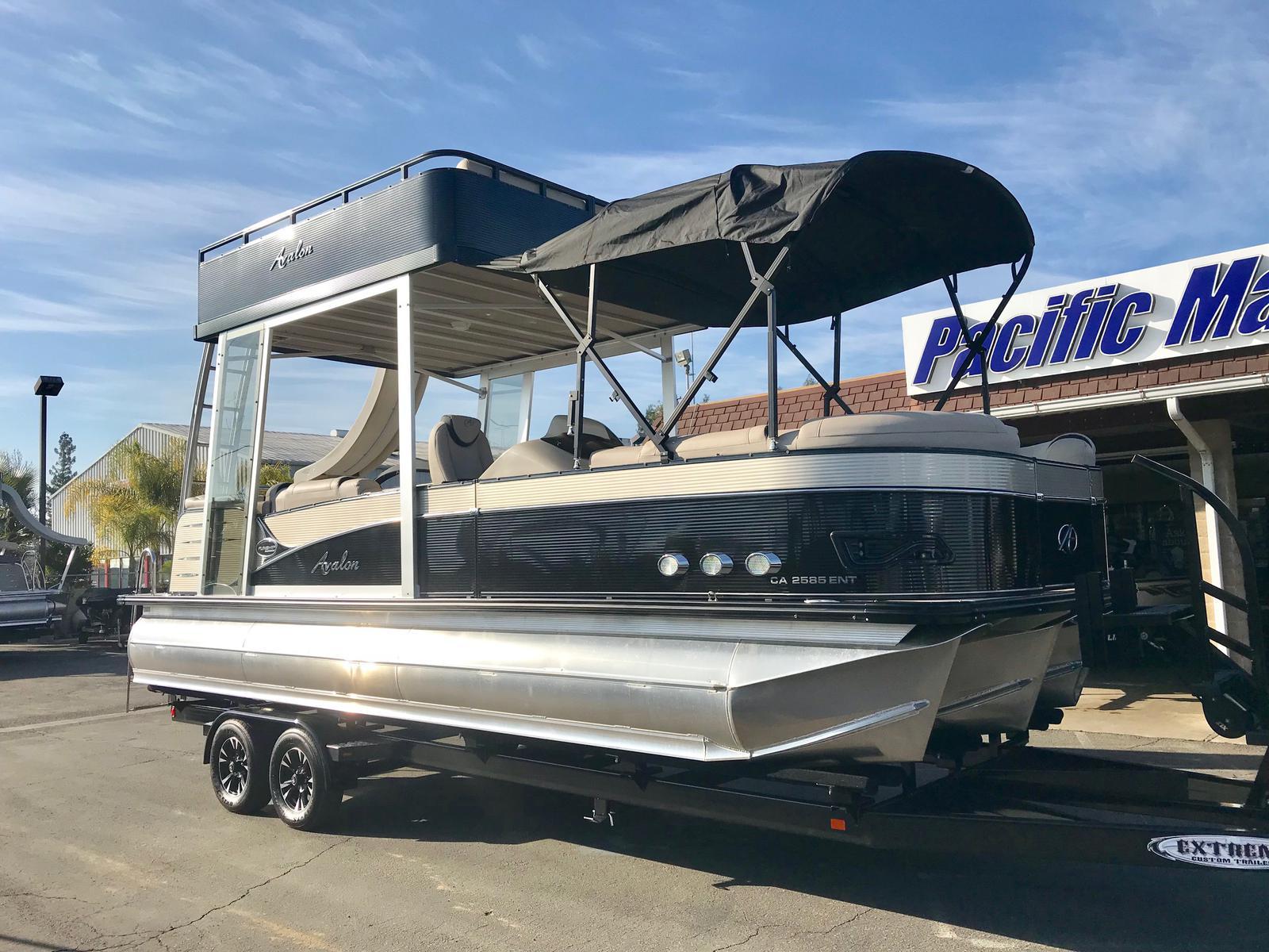 Avalon Catalina Platinum Entertainer Funship 25' w/mercury 250 verado engine