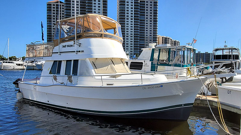 Mainship 390 Trawler Starboard Bow Profile