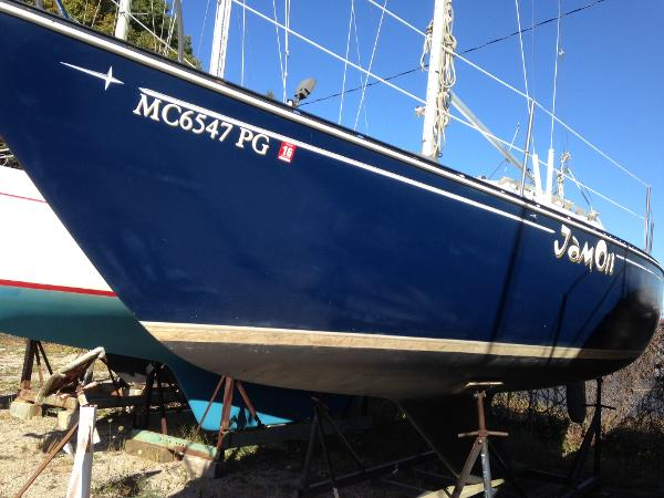 C&C Masthead Sloop Port side bow
