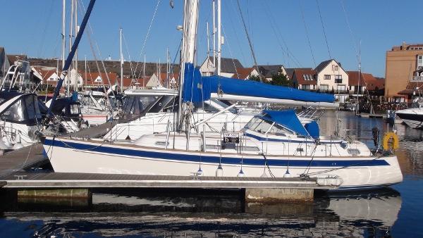 Hallberg-Rassy 37 Running Water