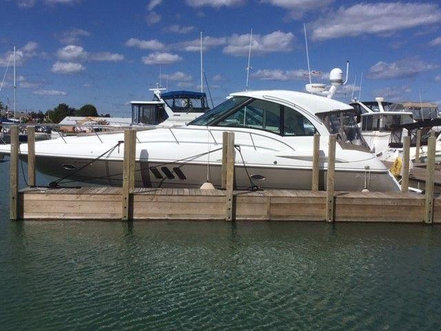 Cruisers Yachts 42 Sport Coupe