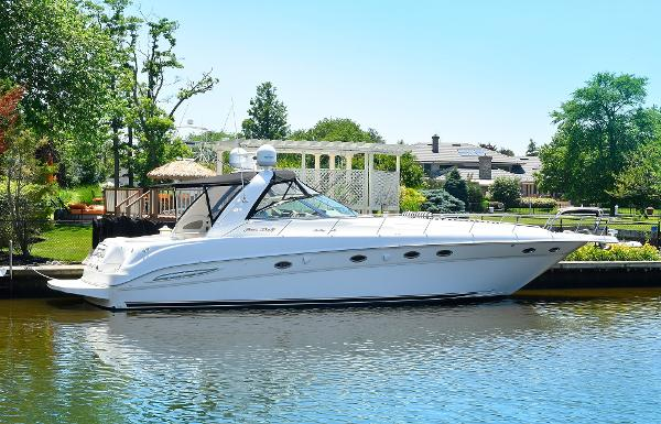 Sea Ray 460 Sundancer Starboard Side
