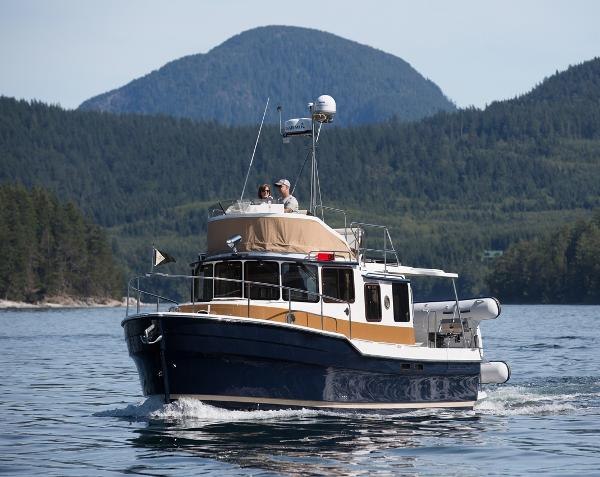 Ranger Tugs R-31 Command Bridge Luxury Edition