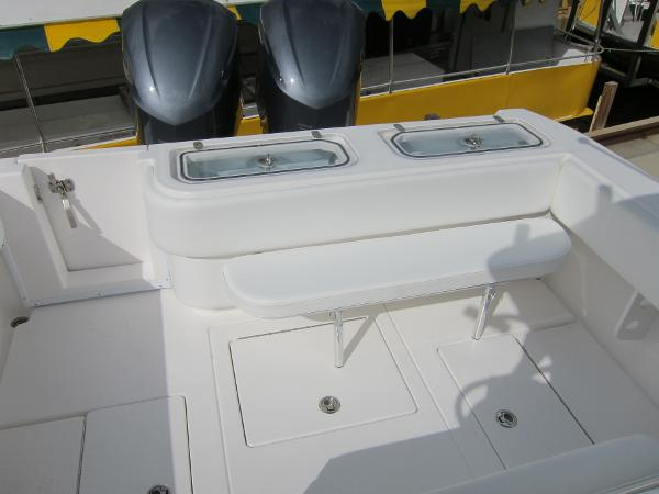 Twin transom livewells & seating
