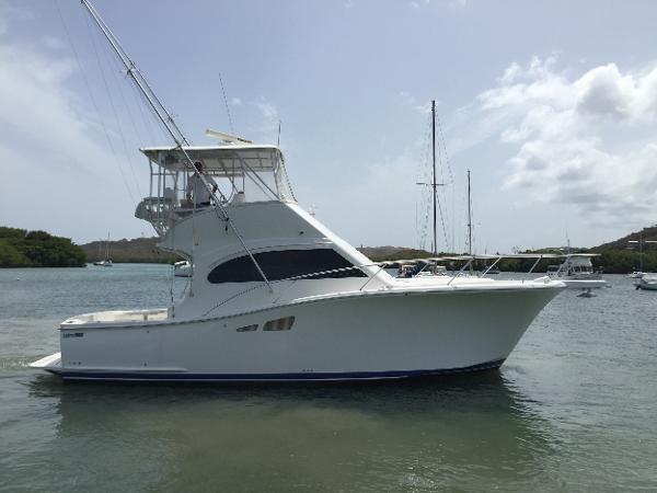 Luhrs 35 Convertible Starboard side
