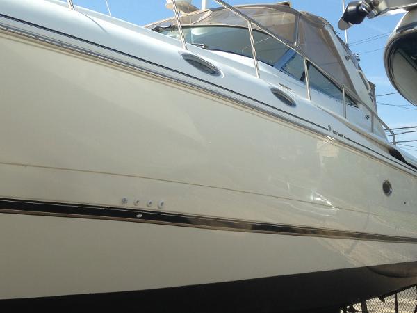 Cruisers Yachts 4270 Esprit