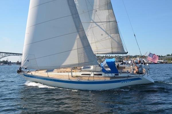 Sweden Yachts 370 Sailing