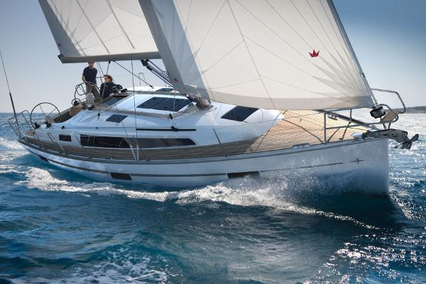 Bavaria Cruiser 37 sailing