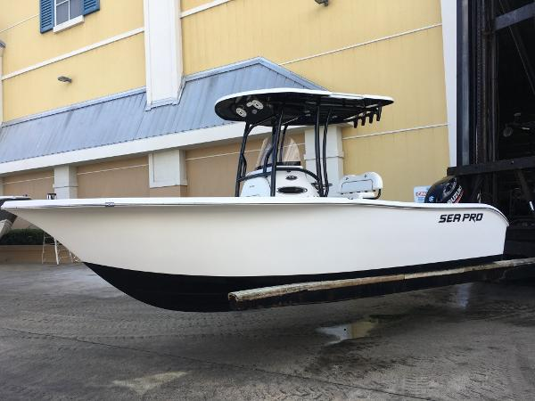 Sea Pro 219 Deep V Center Console