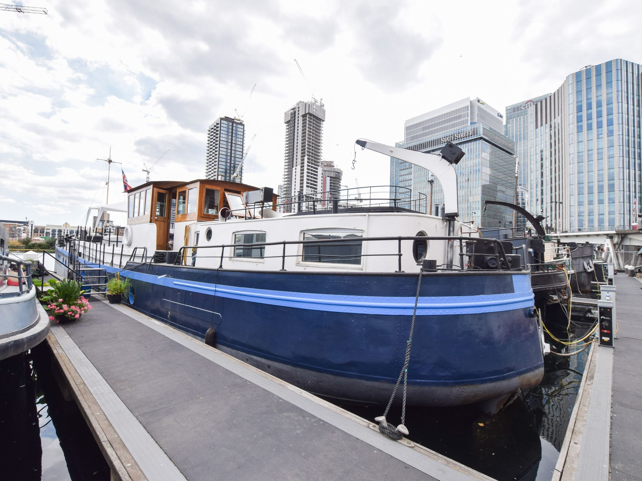 Belgian Spitz Barge 28m on London mooring