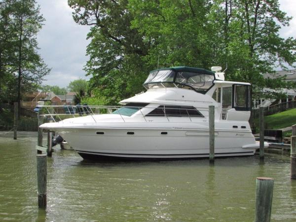 Cruisers 3750 Motoryacht