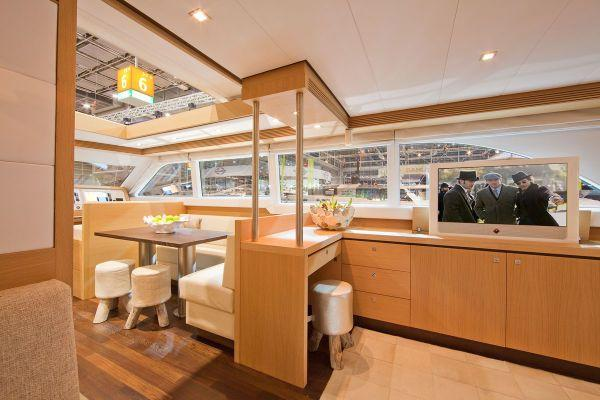 Wim van der Valk 23m Saloon & Dining Area