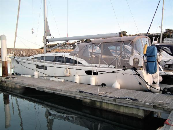 Bavaria Vision 46 Port Side