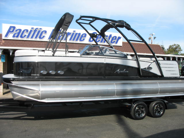 Avalon Catalina Platinum Elite Windshield 25'-Mercury 350hp