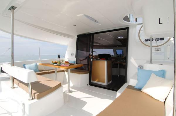 Fountaine Pajot Lipari 41 Cockpit