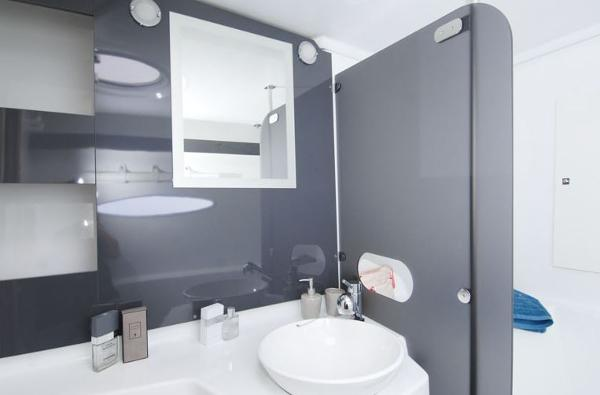 Fountaine Pajot Lipari 41 Bathroom