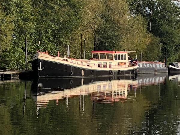 Luxe-Motor Dutch Barge