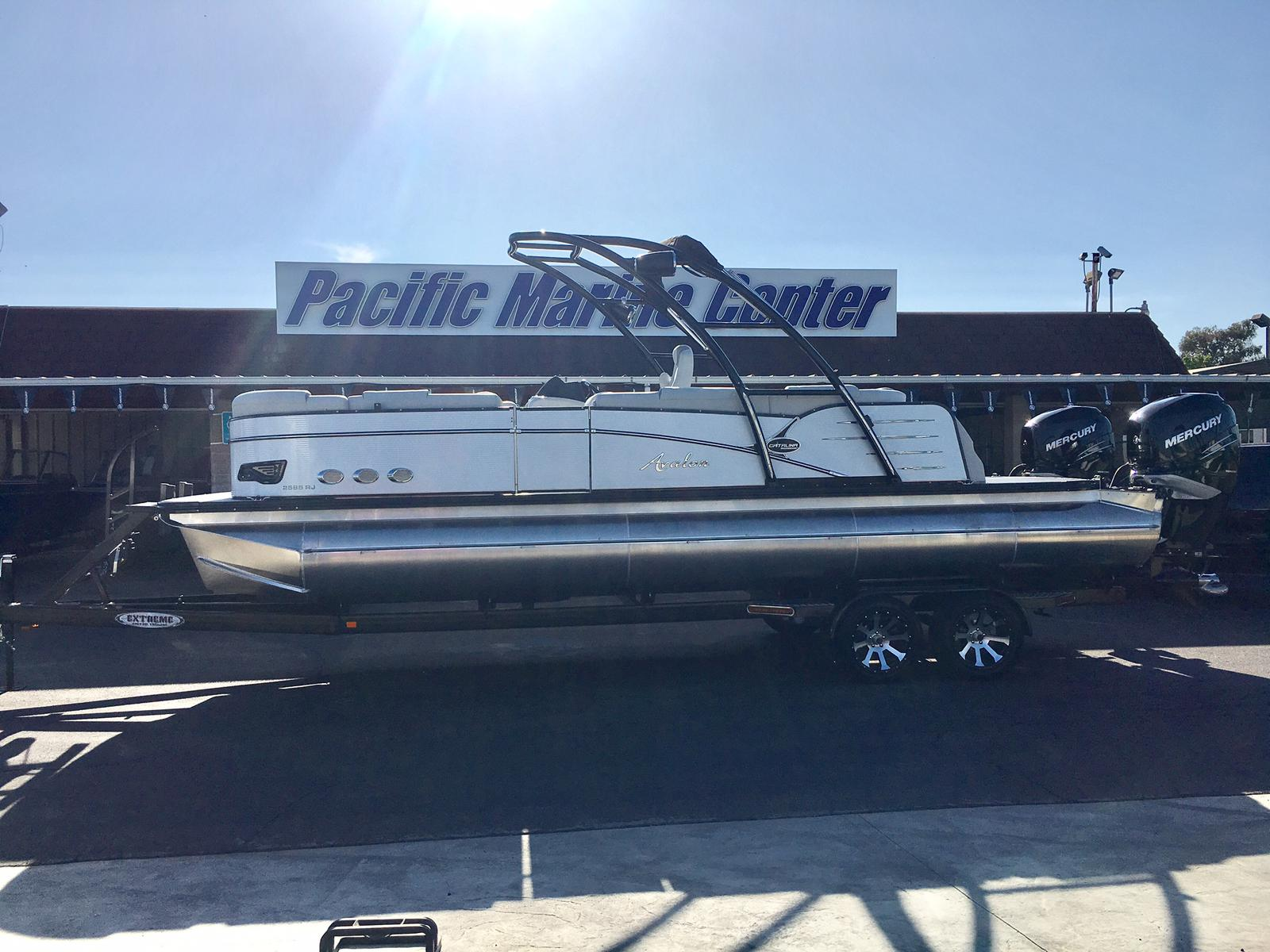 Avalon Catalina Platinum Rear J Lounge 25'-Twin Mercury 300hp