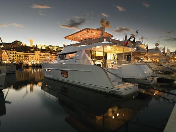 Fountaine Pajot Queensland 55 Moored