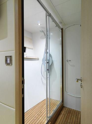 Fountaine Pajot Queensland 55 Shower
