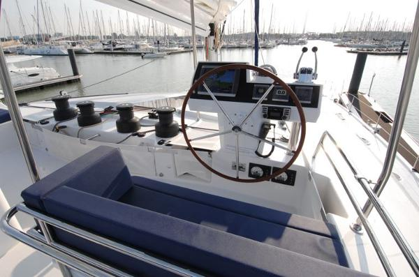 Fountaine Pajot Victoria 67 Helm