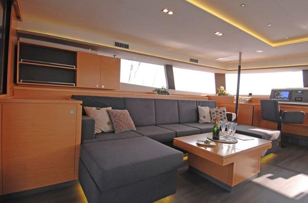 Fountaine Pajot Victoria 67 Saloon