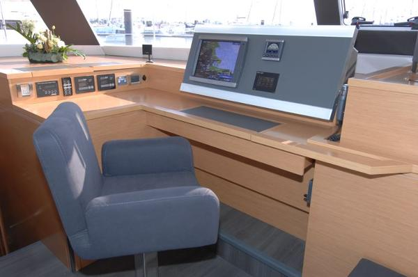 Fountaine Pajot Victoria 67 Electronics