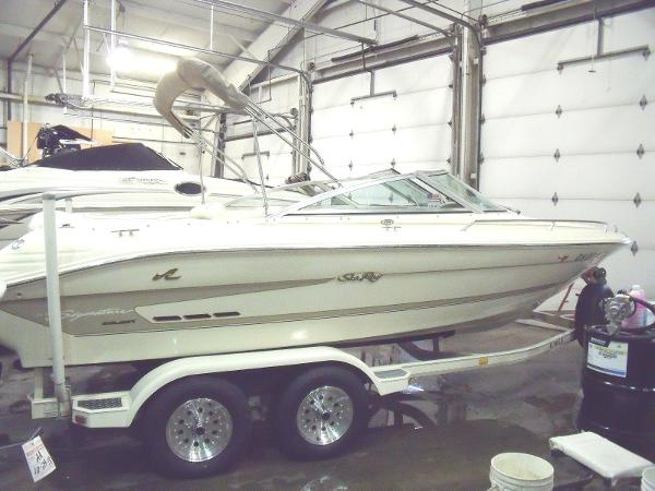 Sea Ray 200 Signature Select Bow Rider