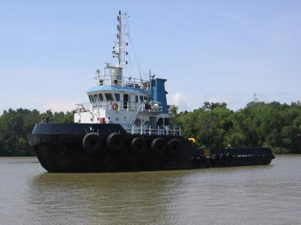 Custom TWIN SCREW TUG BOAT On the water