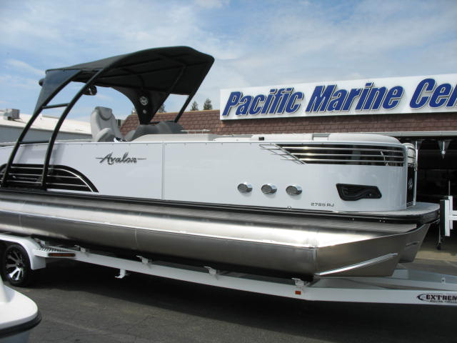 Avalon Ambassador Rear J Lounge 27'-Twin Mercury 400hp