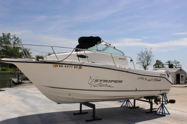 Seaswirl Striper 2101 Walkaround I/O
