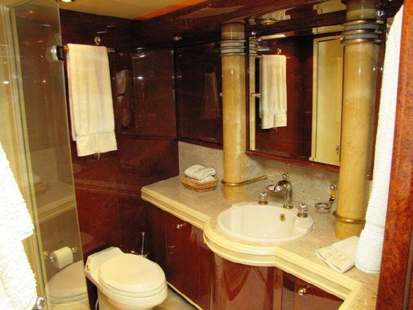 Millennium Yacht VIP Bath