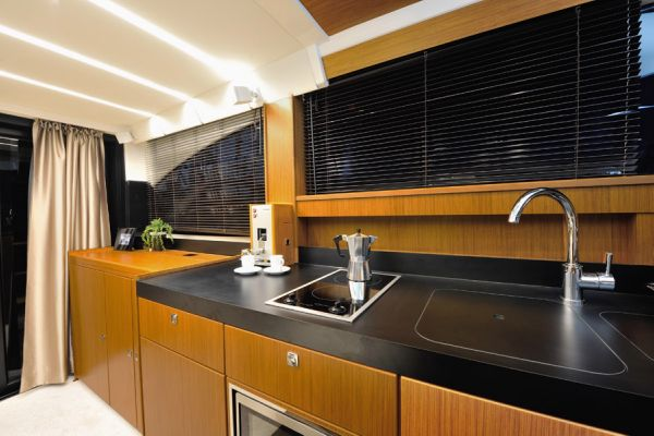 Bavaria Virtess 420 Fly Galley