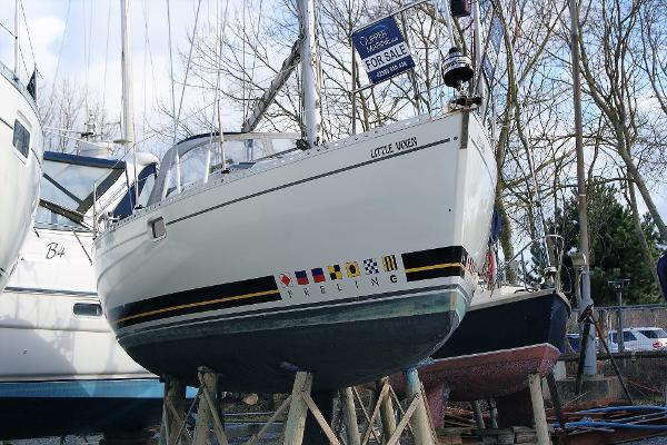 Feeling 326 Starboard Bow