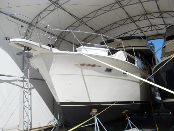 Chris-Craft Constellation 500 Stored Under Cover Port