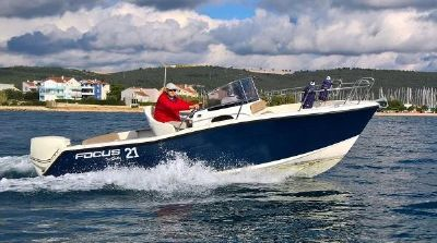 Focus Motor Yachts SUNDECK 21