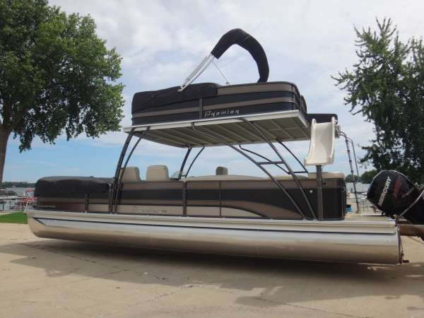PREMIER BOATS 310 Boundary Waters Skydek